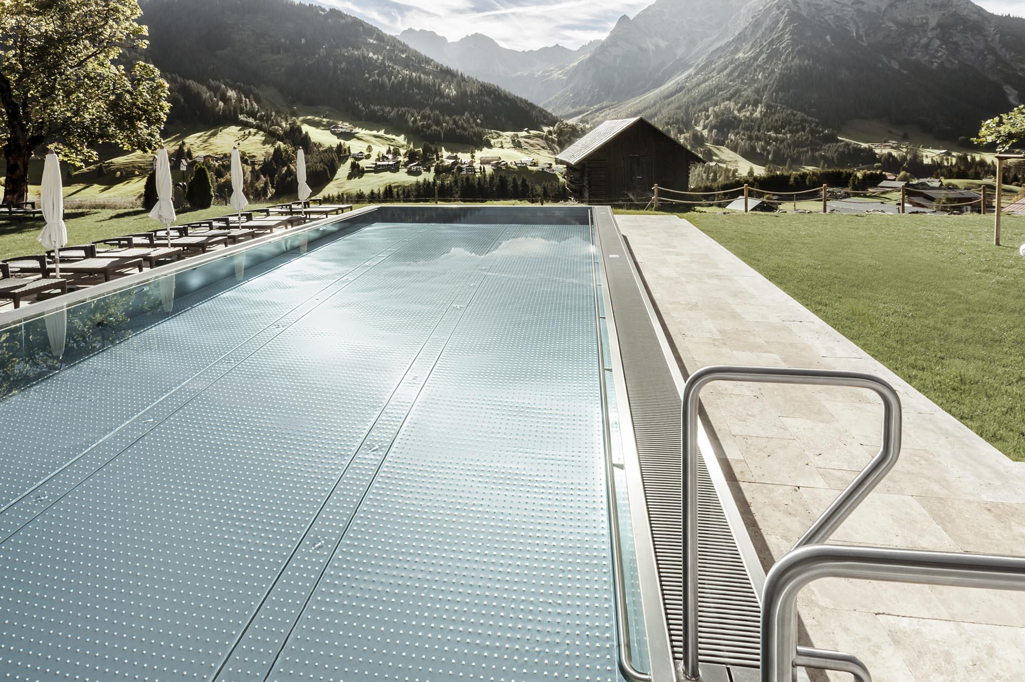 Edelstahlpool - Schwimmbadbau Tirol - SST Saurwein Schwimmbad Technik