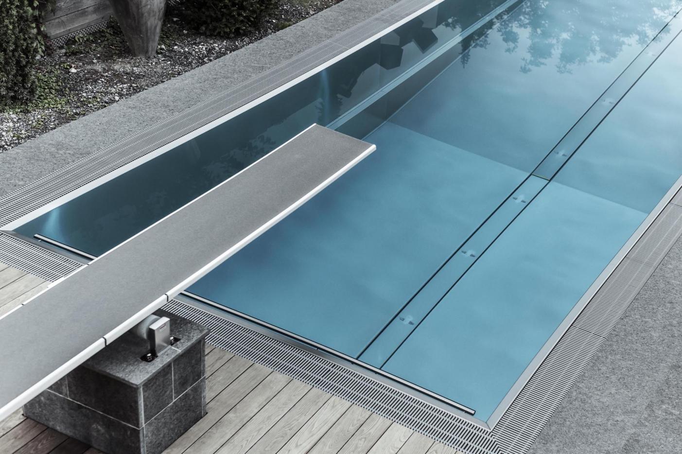 Sprungbrett in Swimming Pool
