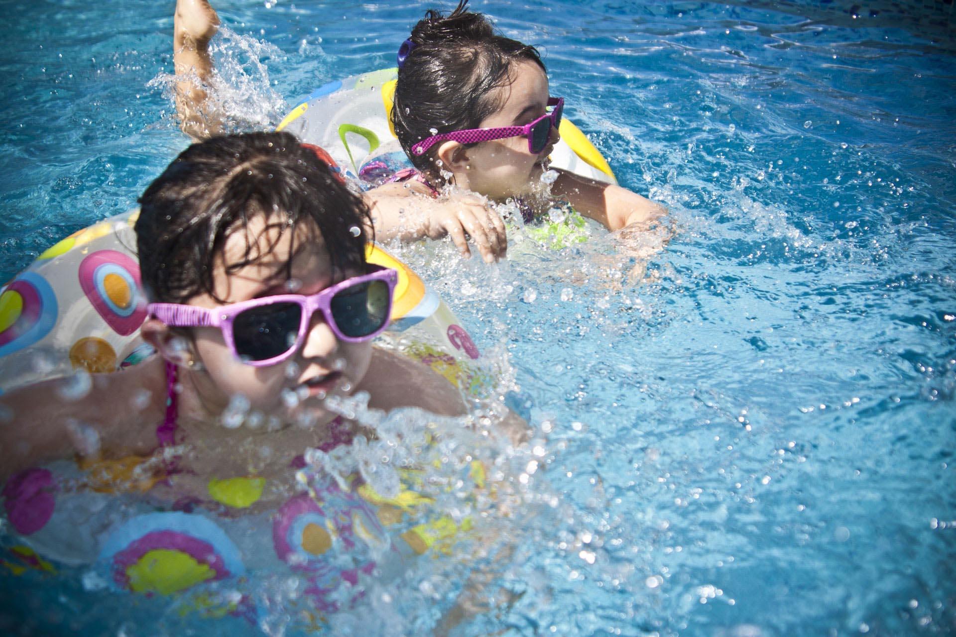Attraktionen beim Schwimmbadbau / in Pools